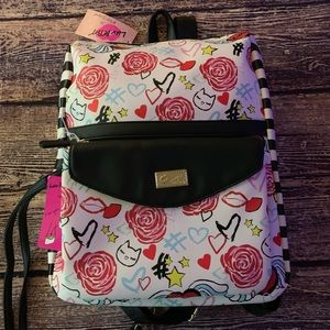 Betsey Johnson Backpack 2 in 1 Feature